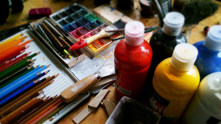Best Acrylic Paints For Beginners & Professional Artists