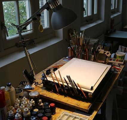 Best Desks For Artists – Drawing Tables And Craft Stations