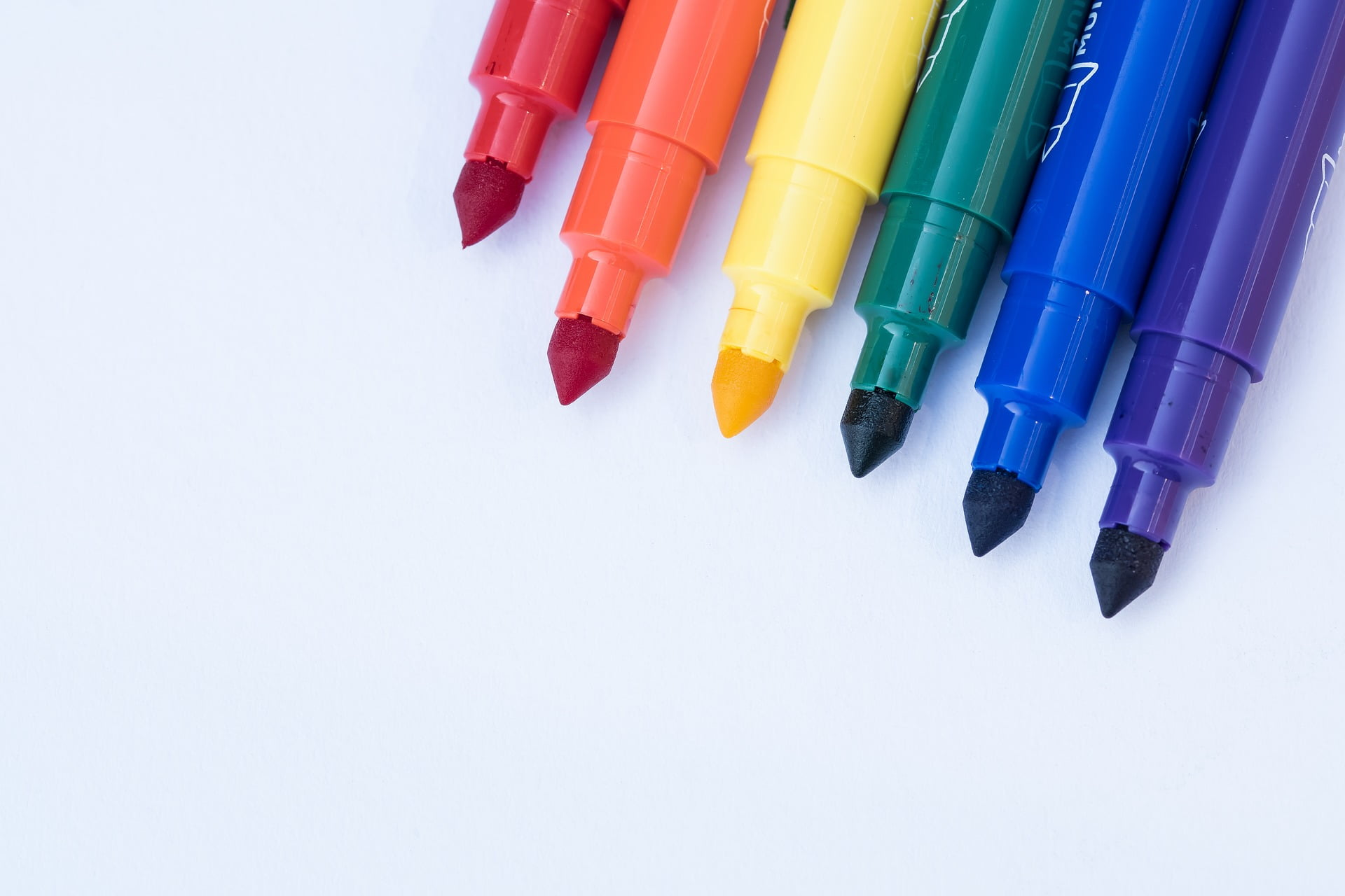 Best Paint Pens Markers For Writing And Drawing On Wood
