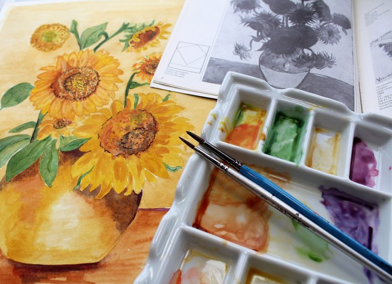 Best Palette For Watercolor Painting To Easily Blend Colors