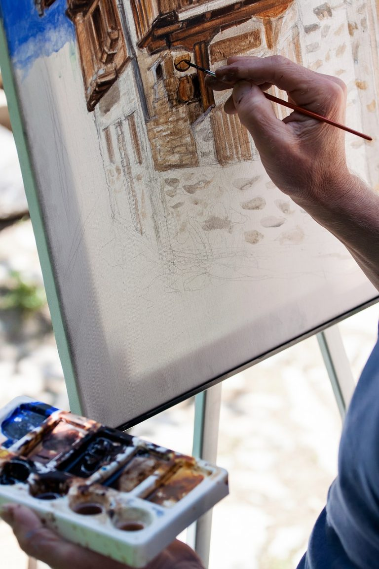 Discover How To Use Watercolors On Canvas – It's Easy!
