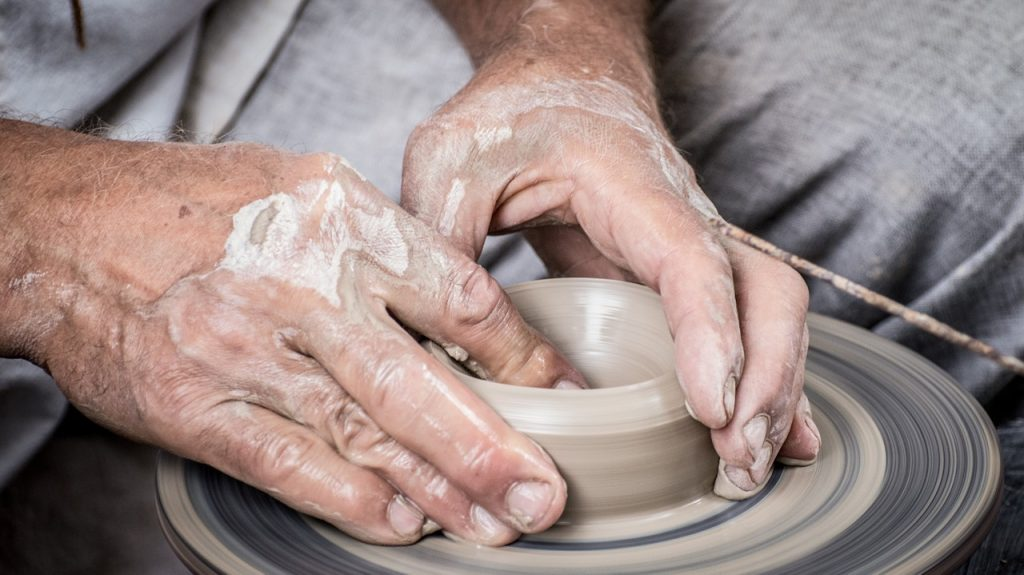 buying electric pottery wheel for beginners